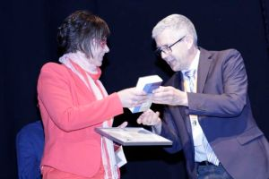 Dr Daisy Janssen receives her award from Prof Dr Christoph  Ostgathe at the 8th EAPC World Research Congress in Lleida