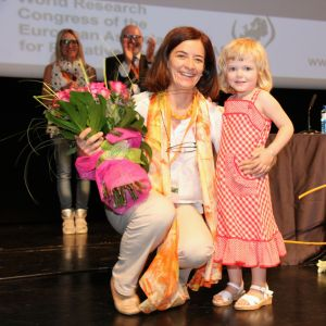 Dr Maria Nabal receives a bouquet from Karin Kaasa, the youngest participant at the congress