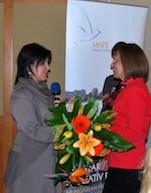 Judit Schaffer, President of the Hungarian Hospice Palliative Association, awards the Alaine Polcz medal to Dr Katalin Hegedűs