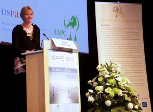 Closing ceremony: Esther Schmidlin urges delegates to sign the Prague Charter