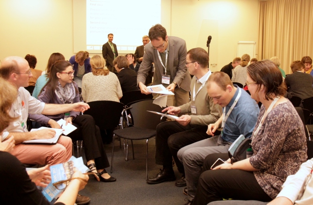 'Building a Taxonomy of Integrated Palliative Care Initiatives': Dr Benjamin Ewert (centre) sharing some of the results from an expert focus group in the 'Meet the expert' session at the 14th EAPC World Congress