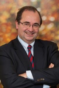 Dr Carlos Centeno