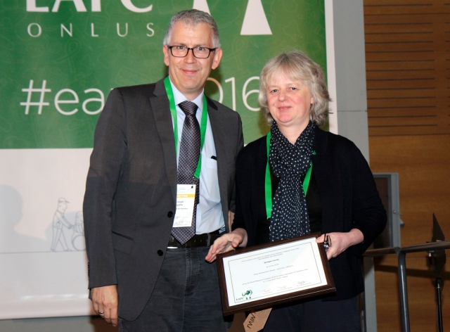 Dr Bridget Candy receives the 2016 EAPC Post Doc Research award from Prof Christoph Ostgathe