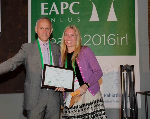 Dr Kersten Wentlandt receives the Clinical Impact Researcher Award from Prof Stein Kaasa (Chair of EAPC Research Network) at the 9th EAPC World Research Congress in Dublin